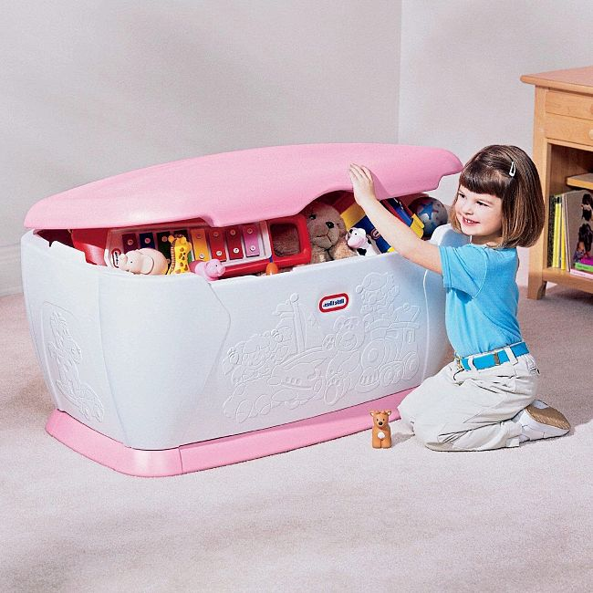 Large toy boxes is the best way to keep toys tidy in bedrooms and living rooms