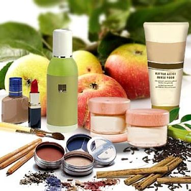 Organic cosmetics use natural organic ingredients and avoid the use of chemicals as ingredients or preservatives