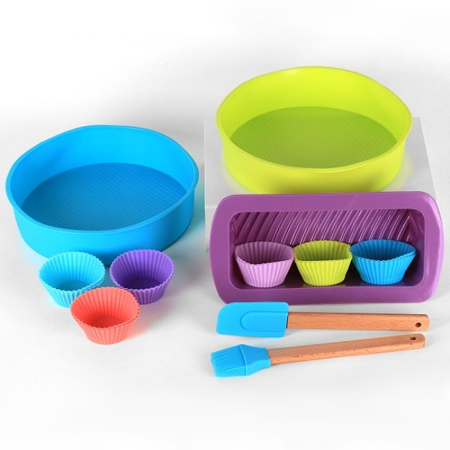 The range of silicone utensils, cookware, bakeware and molds is simply amazing and so colorful as well
